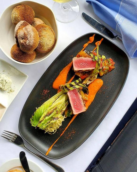 yellowfin tuna seafood dish with bread